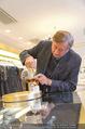 Lugner Ballkleid Anprobe - Popp & Kretschmer - Mo 02.02.2015 - Richard LUGNER (ist verk�hlt und trinkt Tee)6