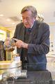 Lugner Ballkleid Anprobe - Popp & Kretschmer - Mo 02.02.2015 - Richard LUGNER (ist verk�hlt und trinkt Tee)7