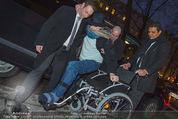 Helmuth Berger und Botox Boys - Le Meridien - Di 10.02.2015 - Helmuth BERGER Ankunft im Rollstuhl .14