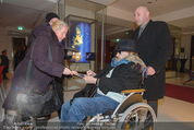Helmuth Berger und Botox Boys - Le Meridien - Di 10.02.2015 - Helmuth BERGER Ankunft im Rollstuhl (beim Autogramme geben)19