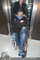 Helmuth Berger und Botox Boys - Le Meridien - Di 10.02.2015 - Helmuth BERGER Ankunft im Rollstuhl .21