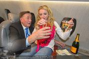 Elisabetta Canalis Abholung - Privatflug Mailand-Wien - Di 10.02.2015 - Richard und Cathy LUGNER15