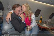 Elisabetta Canalis Abholung - Privatflug Mailand-Wien - Di 10.02.2015 - Richard und Cathy LUGNER (Kussfoto)19
