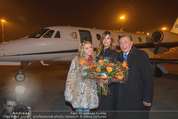 Elisabetta Canalis Abholung - Privatflug Mailand-Wien - Di 10.02.2015 - Richard und Cathy LUGNER, Elisabetta CANALIS35