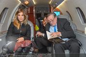Elisabetta Canalis Abholung - Privatflug Mailand-Wien - Di 10.02.2015 - Elisabetta CANALIS, Richard LUGNER43