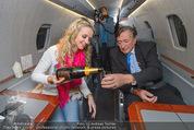 Elisabetta Canalis Abholung - Privatflug Mailand-Wien - Di 10.02.2015 - Richard und Cathy LUGNER5