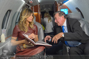 Elisabetta Canalis Abholung - Privatflug Mailand-Wien - Di 10.02.2015 - Elisabetta CANALIS, Richard LUGNER54