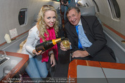 Elisabetta Canalis Abholung - Privatflug Mailand-Wien - Di 10.02.2015 - Richard und Cathy LUGNER6