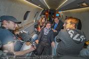 Elisabetta Canalis Abholung - Privatflug Mailand-Wien - Di 10.02.2015 - Elisabetta CANALIS, Titus und ATV-Team, Richard LUGNER62
