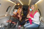 Elisabetta Canalis Abholung - Privatflug Mailand-Wien - Di 10.02.2015 - Elisabetta CANALIS, Richard und Cathy LUGNER66