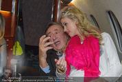 Elisabetta Canalis Abholung - Privatflug Mailand-Wien - Di 10.02.2015 - Richard und Cathy LUGNER68