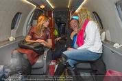 Elisabetta Canalis Abholung - Privatflug Mailand-Wien - Di 10.02.2015 - Elisabetta CANALIS, Richard und Cathy LUGNER69