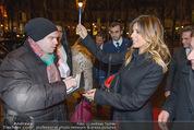 Elisabetta Canalis Abholung - Privatflug Mailand-Wien - Di 10.02.2015 - Elisabetta CANALIS gibt Autogramme, Richard LUGNER85