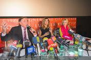 Elisabetta Canalis PK und Autogrammstunde - Lugner KinoCity - Mi 11.02.2015 - Elisabetta CANALIS, Richard LUGNER, Cathy LUGNER, Mikrofone1