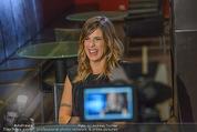 Elisabetta Canalis PK und Autogrammstunde - Lugner KinoCity - Mi 11.02.2015 - Elisabetta CANALIS backstage32