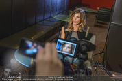 Elisabetta Canalis PK und Autogrammstunde - Lugner KinoCity - Mi 11.02.2015 - Elisabetta CANALIS backstage33