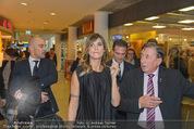 Elisabetta Canalis PK und Autogrammstunde - Lugner KinoCity - Mi 11.02.2015 - Elisabetta CANALIS, Richard LUGNER gehen durchs Einkaufszentrum39