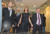 Elisabetta Canalis PK und Autogrammstunde - Lugner KinoCity - Mi 11.02.2015 - Elisabetta CANALIS, Richard LUGNER gehen durchs Einkaufszentrum41