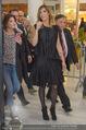 Elisabetta Canalis PK und Autogrammstunde - Lugner KinoCity - Mi 11.02.2015 - Elisabetta CANALIS, Richard LUGNER gehen durchs Einkaufszentrum44