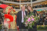 Elisabetta Canalis PK und Autogrammstunde - Lugner KinoCity - Mi 11.02.2015 - Elisabetta CANALIS, Richard LUGNER auf der B�hne50
