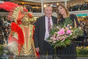 Elisabetta Canalis PK und Autogrammstunde - Lugner KinoCity - Mi 11.02.2015 - Elisabetta CANALIS, Richard LUGNER auf der B�hne51