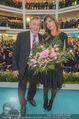 Elisabetta Canalis PK und Autogrammstunde - Lugner KinoCity - Mi 11.02.2015 - Elisabetta CANALIS, Richard LUGNER auf der B�hne53