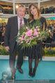 Elisabetta Canalis PK und Autogrammstunde - Lugner KinoCity - Mi 11.02.2015 - Elisabetta CANALIS, Richard LUGNER auf der B�hne54