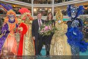 Elisabetta Canalis PK und Autogrammstunde - Lugner KinoCity - Mi 11.02.2015 - Elisabetta CANALIS, Richard LUGNER auf der B�hne56