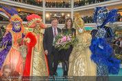 Elisabetta Canalis PK und Autogrammstunde - Lugner KinoCity - Mi 11.02.2015 - Elisabetta CANALIS, Richard LUGNER auf der B�hne57