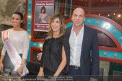Elisabetta Canalis PK und Autogrammstunde - Lugner KinoCity - Mi 11.02.2015 - Elisabetta CANALIS, Gerald FRIEDE58