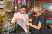 Elisabetta Canalis PK und Autogrammstunde - Lugner KinoCity - Mi 11.02.2015 - Elisabetta CANALIS mit Giotto, Opernballprinzessin Vanessa60
