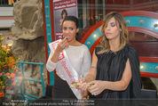 Elisabetta Canalis PK und Autogrammstunde - Lugner KinoCity - Mi 11.02.2015 - Elisabetta CANALIS mit Giotto, Opernballprinzessin Vanessa61