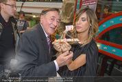 Elisabetta Canalis PK und Autogrammstunde - Lugner KinoCity - Mi 11.02.2015 - Elisabetta CANALIS und Richard LUGNER essen Giotto63