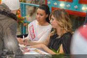 Elisabetta Canalis PK und Autogrammstunde - Lugner KinoCity - Mi 11.02.2015 - Elisabetta CANALIS mit Giotto, Opernballprinzessin Vanessa68