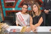 Elisabetta Canalis PK und Autogrammstunde - Lugner KinoCity - Mi 11.02.2015 - Elisabetta CANALIS mit Giotto, Opernballprinzessin Vanessa70