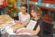 Elisabetta Canalis PK und Autogrammstunde - Lugner KinoCity - Mi 11.02.2015 - Elisabetta CANALIS mit Giotto, Opernballprinzessin Vanessa75