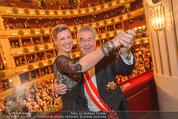 Opernball 2015 - Das Fest - Wiener Staatsoper - Do 12.02.2015 - Heinz FISCHER, Desiree TREICH-ST�RGKH tanzen in Loge96