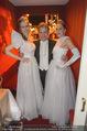 Opernball 2015 - Das Fest - Wiener Staatsoper - Do 12.02.2015 - Atil KUTOGLU mit Deb�danten (seine Kleider)176