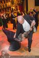 Opernball 2015 - Das Fest - Wiener Staatsoper - Do 12.02.2015 - Desiree TREICHL-ST�RKGH tanz ausgelassen mit Roberto LHOTKA219