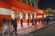 Opernball 2015 - Feststiege - Wiener Staatsoper - Do 12.02.2015 - Red Carped, Eingangsbereich, Oper Au�en Aufbau1