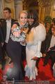 Opernball 2015 - Feststiege - Wiener Staatsoper - Do 12.02.2015 - Kathrin GLOCK, Naomi CAMPBELL137