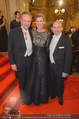 Opernball 2015 - Feststiege - Wiener Staatsoper - Do 12.02.2015 - Andreas und Desiree TREICHL-ST�RGKH, Dominique MEYER46