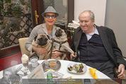 LisaFilm Faschingsfest - FilmCafe - Di 17.02.2015 - Christiane HÖRBIGER mit ihren Möpsen (Hunde), Karl SPIEHS1