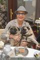 LisaFilm Faschingsfest - FilmCafe - Di 17.02.2015 - Christiane HÖRBIGER mit ihren Möpsen (Hunde)2