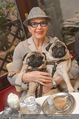 LisaFilm Faschingsfest - FilmCafe - Di 17.02.2015 - Christiane HÖRBIGER mit ihren Möpsen (Hunde)3