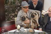 LisaFilm Faschingsfest - FilmCafe - Di 17.02.2015 - Christiane HÖRBIGER mit ihren Möpsen (Hunde)5