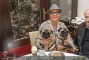 LisaFilm Faschingsfest - FilmCafe - Di 17.02.2015 - Christiane HÖRBIGER mit ihren Möpsen (Hunde)6