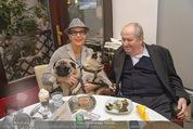 LisaFilm Faschingsfest - FilmCafe - Di 17.02.2015 - Christiane HÖRBIGER mit ihren Möpsen (Hunde), Karl SPIEHS7