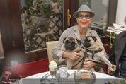 LisaFilm Faschingsfest - FilmCafe - Di 17.02.2015 - Christiane HÖRBIGER mit ihren Möpsen (Hunde)8