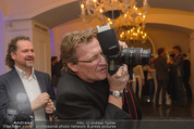 Filmball Cocktail - Kempinski Vienna - Do 12.03.2015 - Herbert WALLNER (Kamera, beim Fotografieren)23